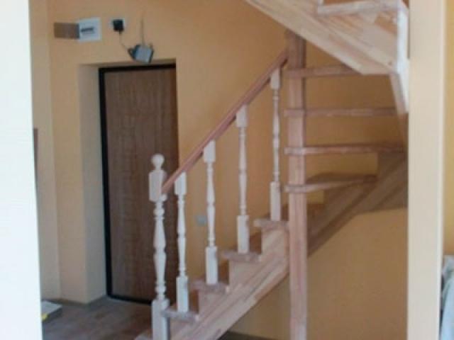 Деревянная лестницы на второй этаж