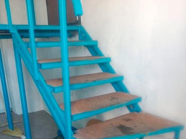 Металлическая лестница на 2 этаж